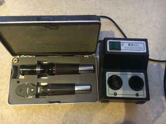 ophthalmoscope and retinoscope set and charger